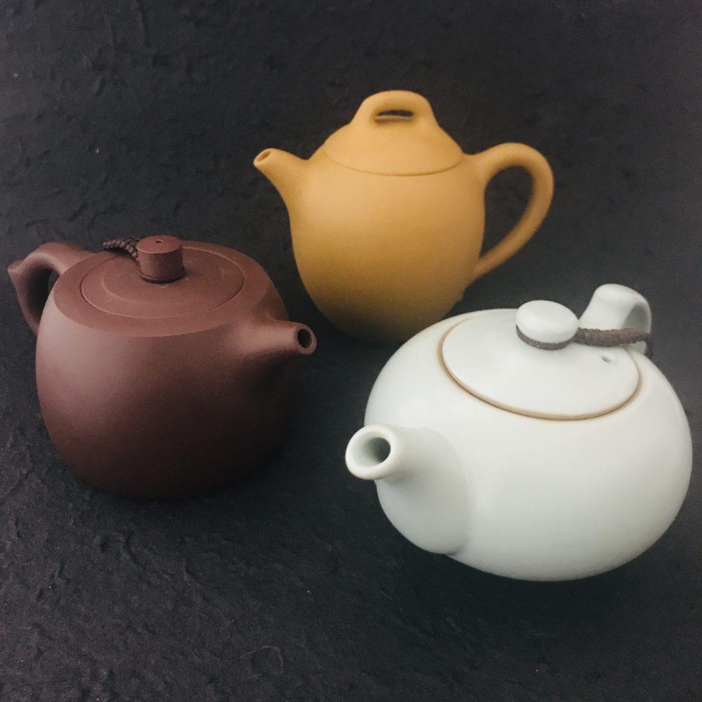 5 Poterie Théière chinoise terre cuite ou grès Yixing province de Jiangsu Chine. Pour le thé de Chine