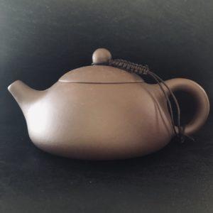 C014 théière chinoise terre cuite ou grès Yixing province de Jiangsu Chine. Pour le thé de Chine