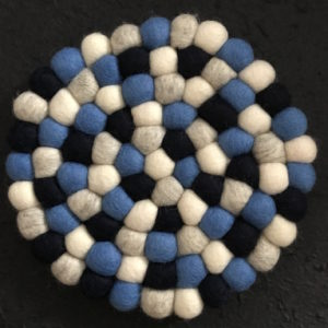 Dessous de plat en perles de laine du Népal N038