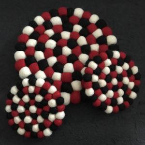 Dessous de plat et de tasse en perles de laine du Népal N043